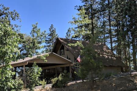 Cozy Cabin in Yosemite Highlands