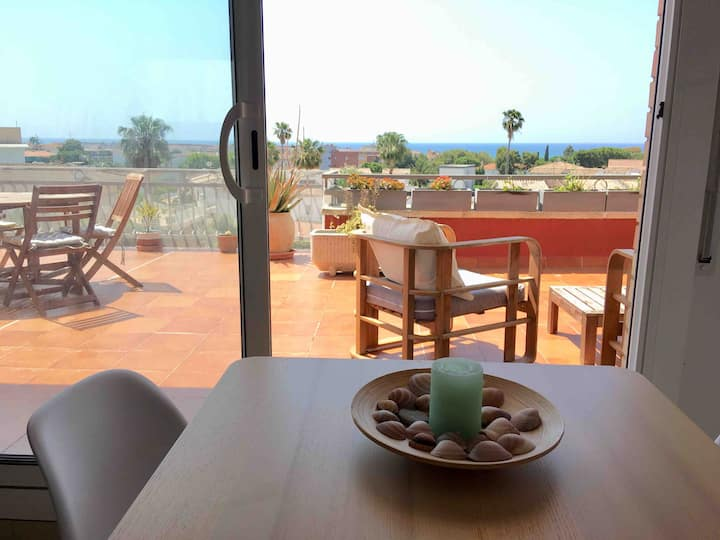 Top Floor Apartment at 900m from stunning beach