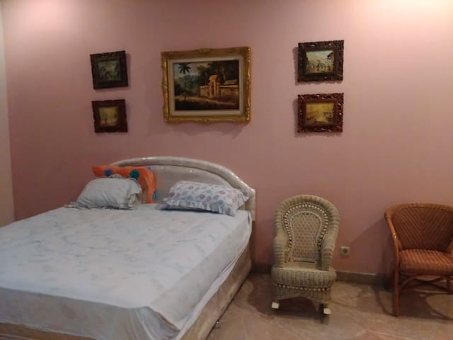 SAFE and LUXURY ROOM LONG STAY EXPATRIAT - East Java - Bed & Breakfast