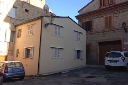 casa del teatro - Porto San Giorgio - Haus