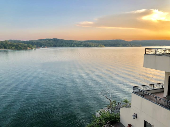 D'Monaco Luxury Resort at Table Rock Lake
