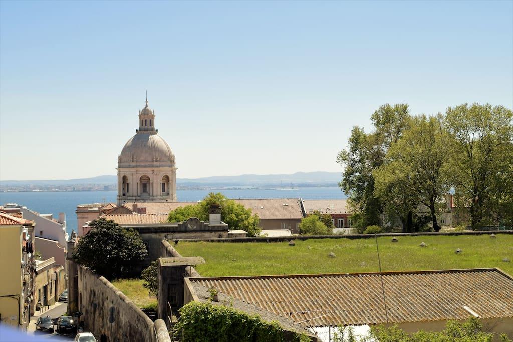 Com vista sobre o famoso Panteão Nacional!