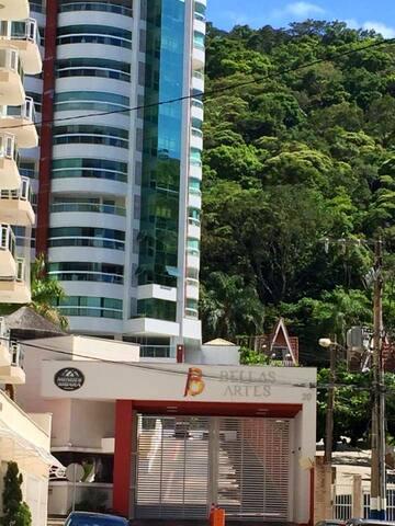 Apartamento Condomínio Bellas Artes - 2 garagens