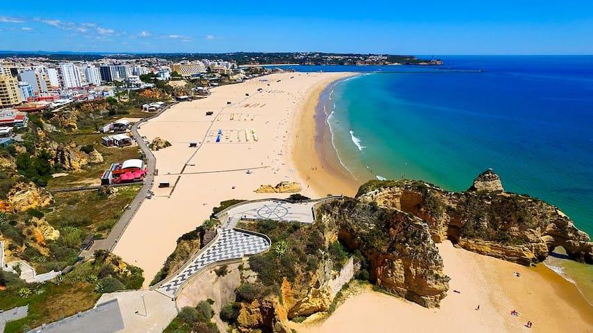 Praia da Rocha, 8 minutes walk from the apartment