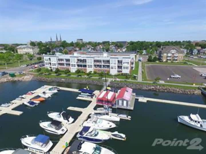 Luxury Waterfront Condo, Charlottetown