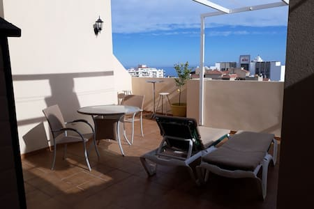 South facing penthouse, roof terrace , Ac, wifi .