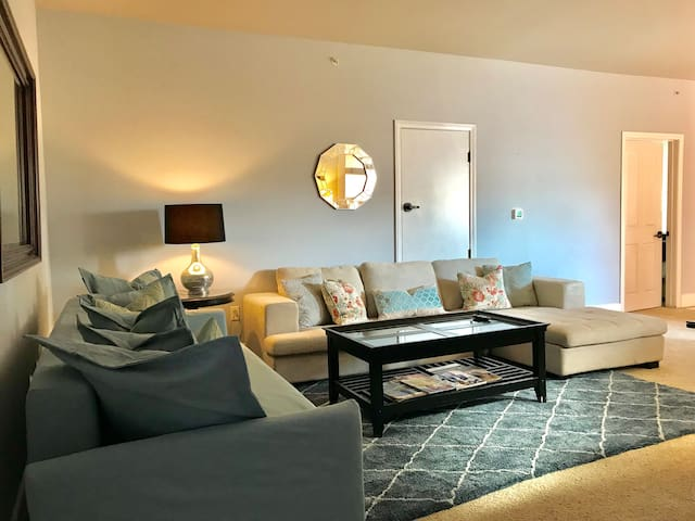 Cosy home in Gaslamp walk to Convention center
