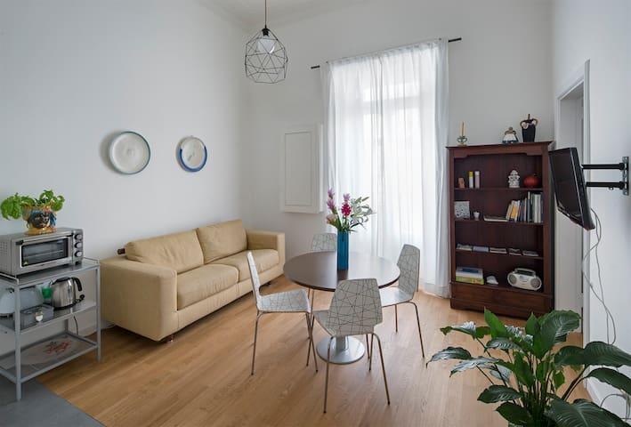 soggiorno-cucina / living room-kitchen corner / salon-cuisine