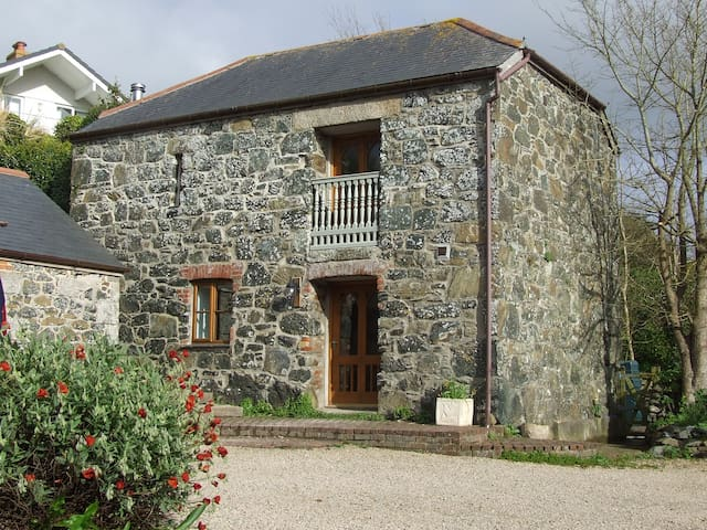 Oofoo's Barn - stone cottage - Mullion
