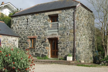 Oofoo's Barn - stone cottage - Mullion - Ev