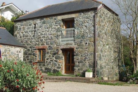 Oofoo's Barn - stone cottage - Mullion
