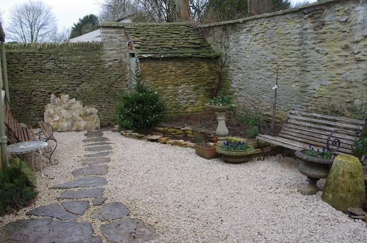 Maisey Cottage, a great retreat in the Cotswolds. - Kencot