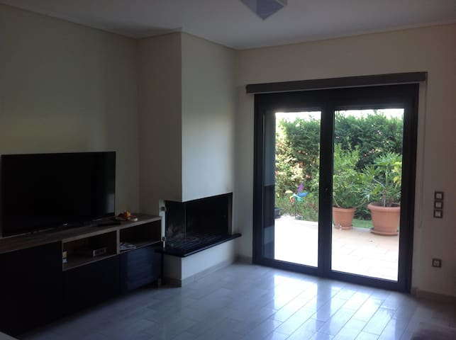 Appartment with private garden - Glifada - Apartment