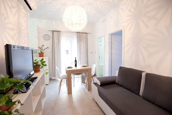 Modern apartment in the center of Vis town