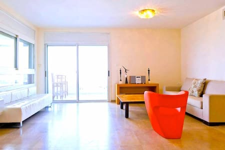 Peaceful and Spacious 3-bedroom Private Beach Apt