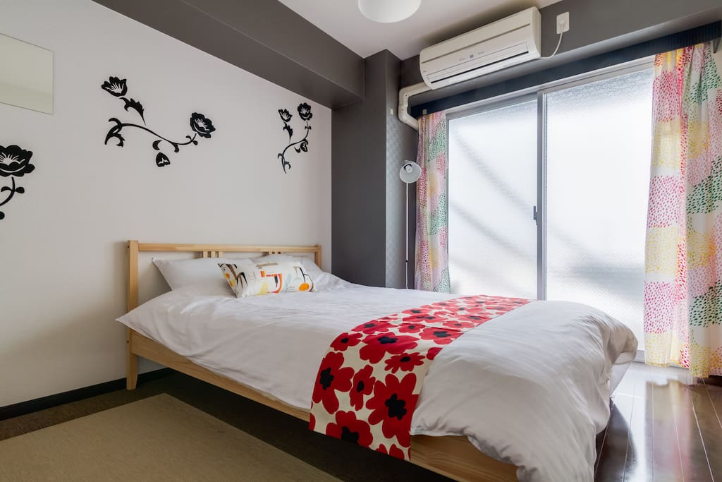 bed Comfortable beds and closet with hangers The following keywords let you easily find the room you want to book. 大阪 難波 USJ 道頓堀 大阪城 心斎橋 梅田 関西空港 京都 神戸 奈良 Namba Osaka USJ Dotombori Osaka Castle Shinsaibashi Umeda Kansai Airport KIX Kyoto Kobe Nara
