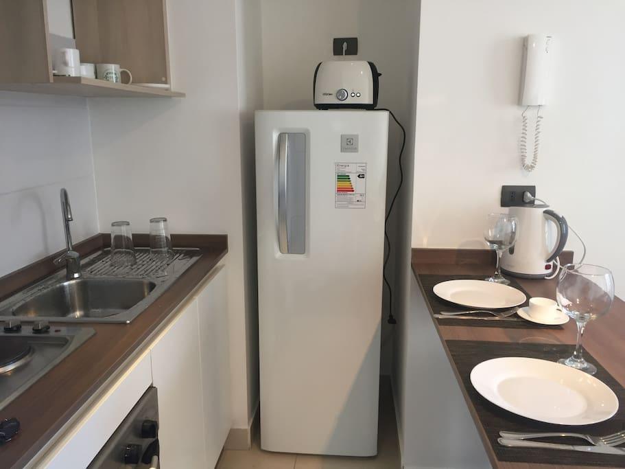 Cocina con refrigerador