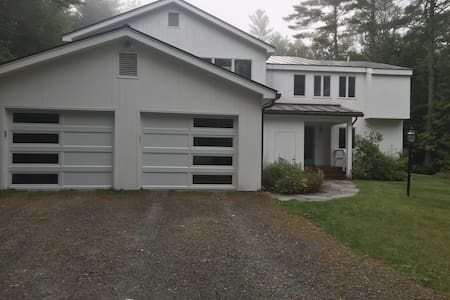Beautiful home on four acres  - Close to Campus. - Hanover