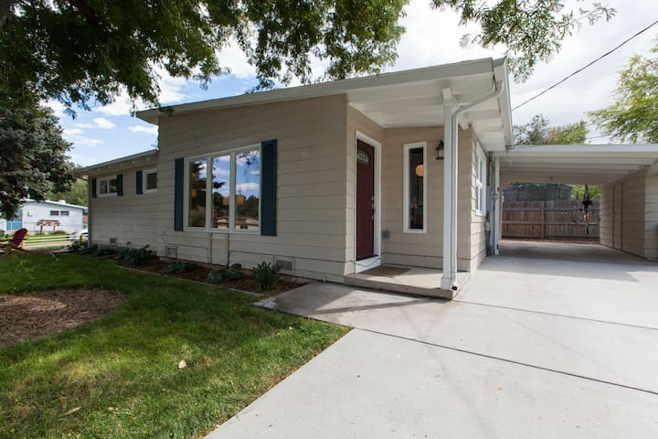 Entire 2bd/2ba Midcentury Home; Walk to Olde Town!