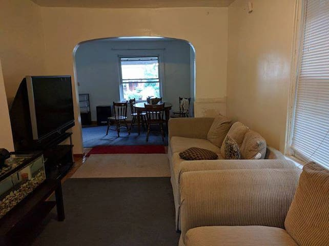 Spacious private bedroom in a 3BR apartment