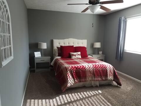 *Rustic & Comfy* Lg Bedroom