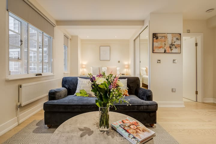 New chic peaceful studio in best Chelsea location