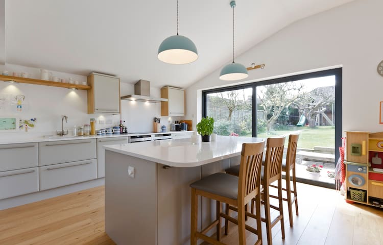 Contemporary Marlow family house