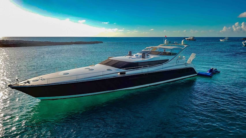 VIP Luxurious 80ft Private Yacht
