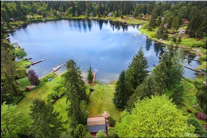 Private Echo Lake Waterfront Cabin B
