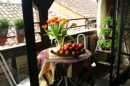 Belle chambre dans maison du XIIIe siècle.