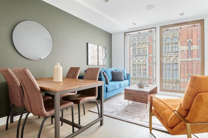 Sonder at Maughan Library | Vibrant 2BR on Chancery Lane