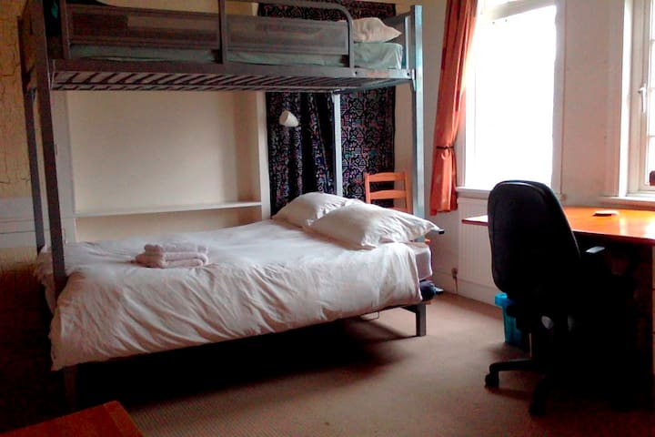 Room in Jericho, central Oxford