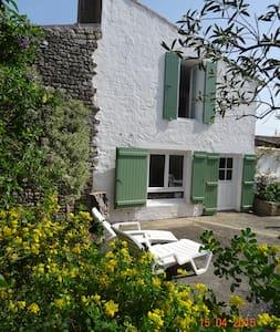 Jolie maison rhétaise typique - Saint-Clément-des-Baleines - Дом