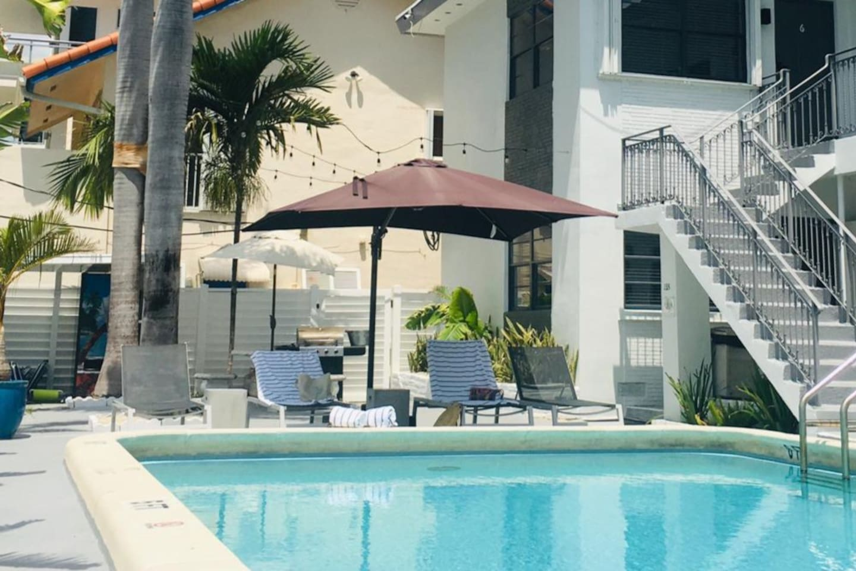 Casa Mint Pool Lounge