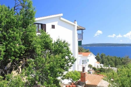 One bedroom apartment with terrace and sea view Zavala, Hvar (A-8784-b) - Zavala - Квартира