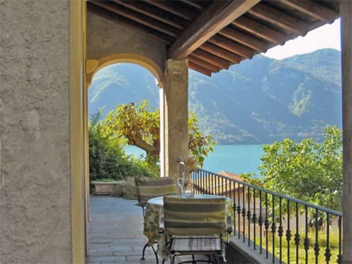 """Rustico """"Bellevue""""  sul Lago di Como"""