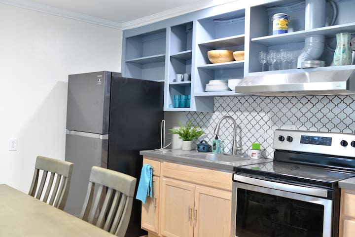 Newly Renovated 2 Bedroom Private Apartment