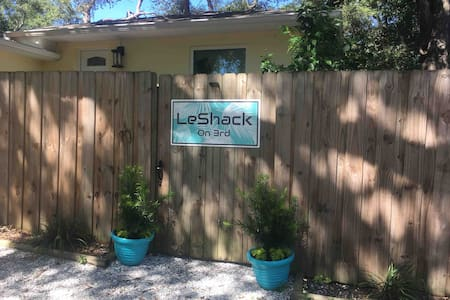 Le Shack *The Private Retreat of St. Pete*