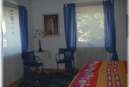 Zimmer inkl. Frühstück - Mitten im Ortskern - Seelbach - 단독주택