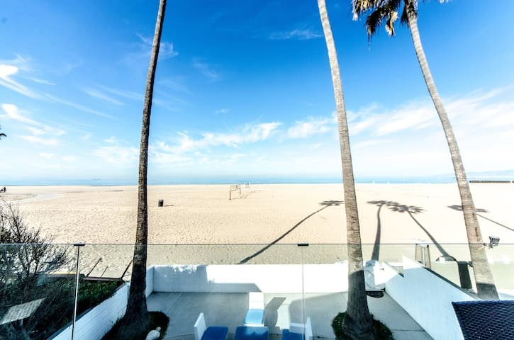 OCEANFRONT EXCEPTIONAL DESIGNERS HOME