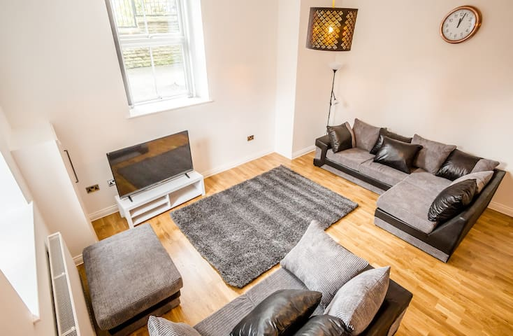 3 Bedroom Town House & Apartment Suite - Huddersfield - Haus