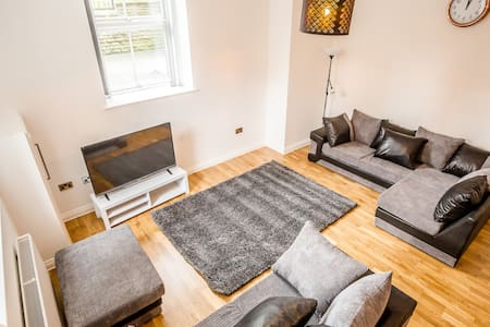 3 Bedroom Town House & Apartment Suite - Huddersfield - Casa