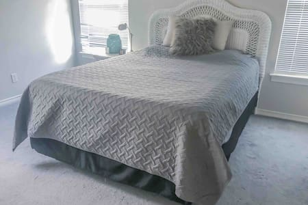 Guest bed & bath! 2 closets, Easy highway access!