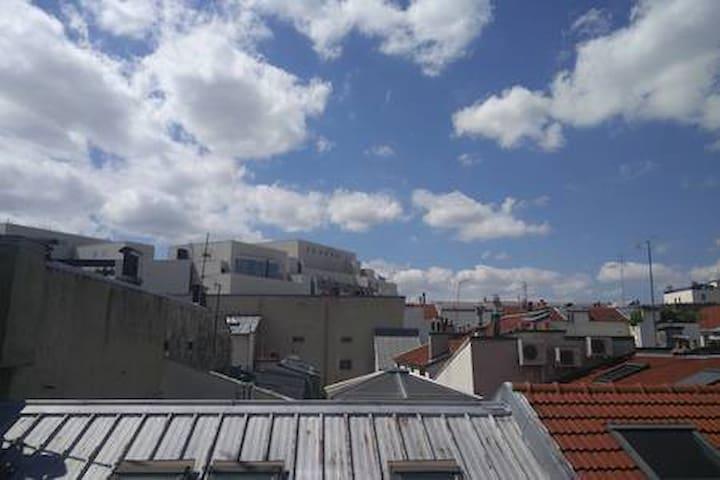 Vu sur les toits de Paris et de l'opéra Bastille, à deux pas