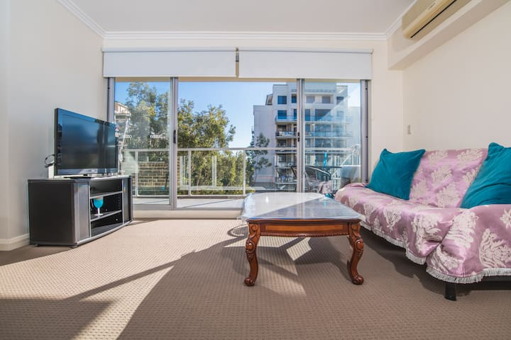 Waitara 2Bed APT, 5 mins walk to Train & Shopping