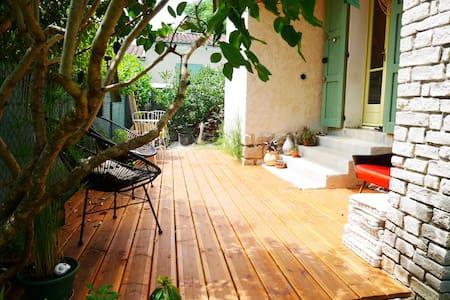 Maison individuelle avec jardin - Cruis