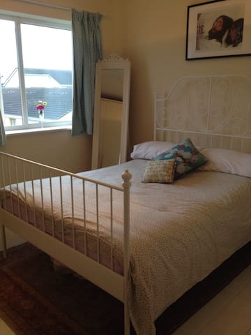 Comfortable room near the airport - Finglas - Apartment