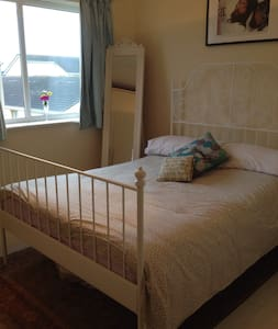 Comfortable room near the airport - Finglas - Lakás