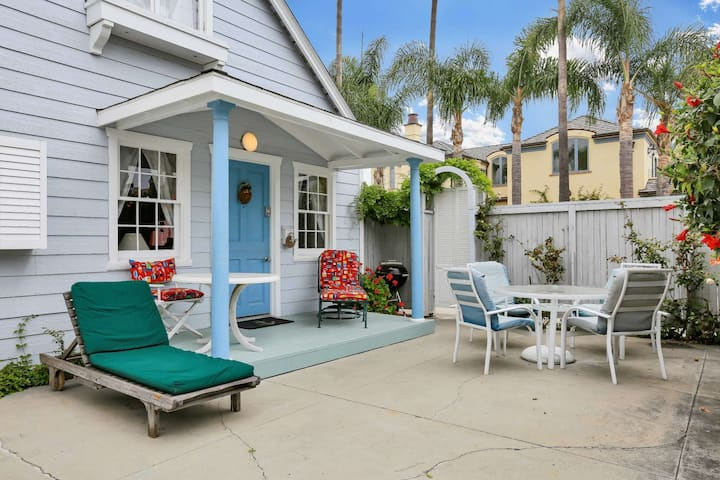Best Value on Balboa Island, Classic Cottage w/Amenities, Walk to Beach, Marine Avenue