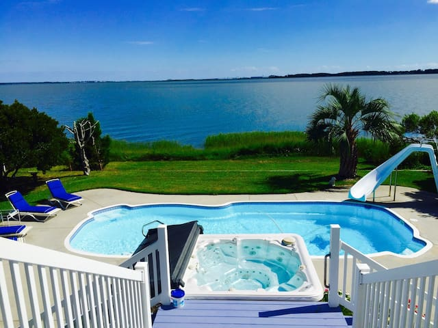 Waterfront home with pool & hot tub - Newport - House